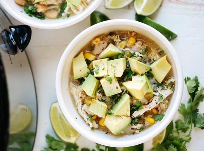 slow cooker white chicken quinoa chili under 500 calories