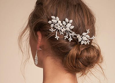 9 Winter Wedding Hair Accessories We Re Absolutely Loving