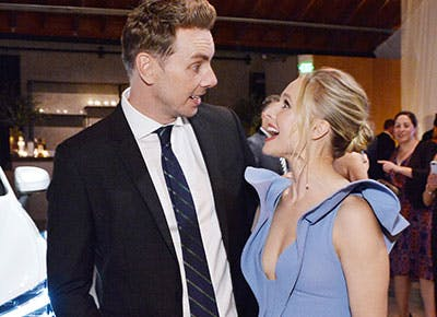 Couple Kristen Bell and Dax Shepard mirroring each other 400
