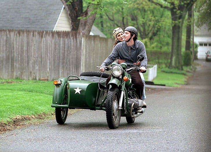 Natalie Portman and Zach Braff in Garden State film still