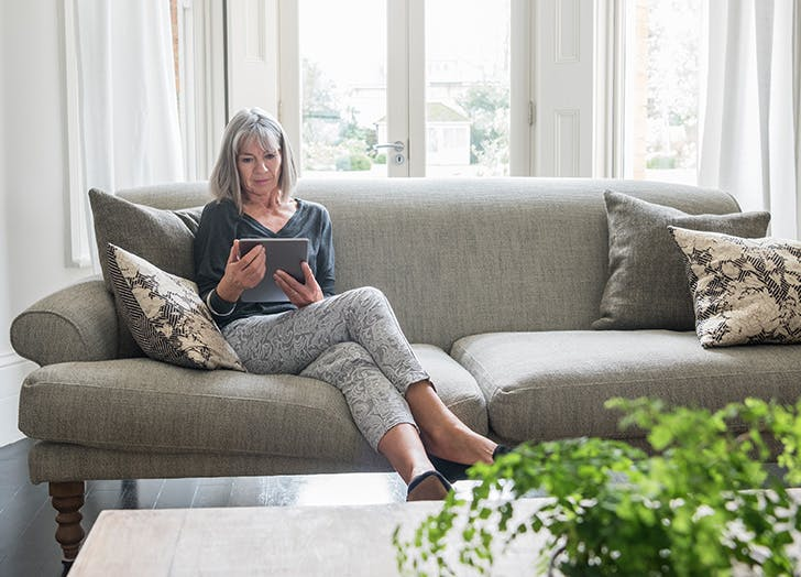 gray hair couch outfit