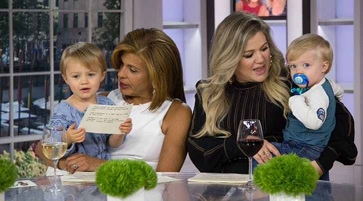Preach: Kelly Clarkson Just Dropped a Major Truth Bomb About Moms and Wine