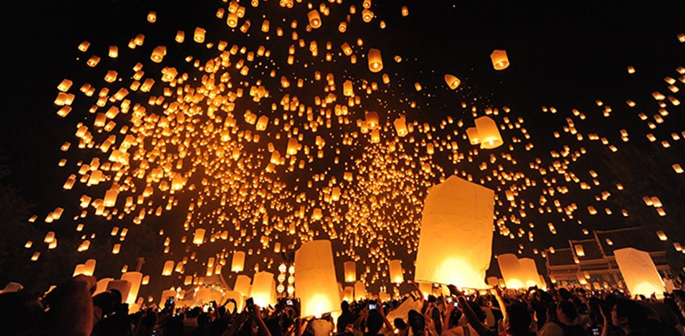 yi peng festival in chiang mai thailand full