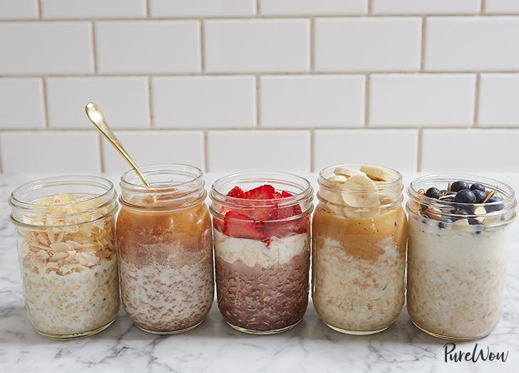 5 glass jars of overnight oats
