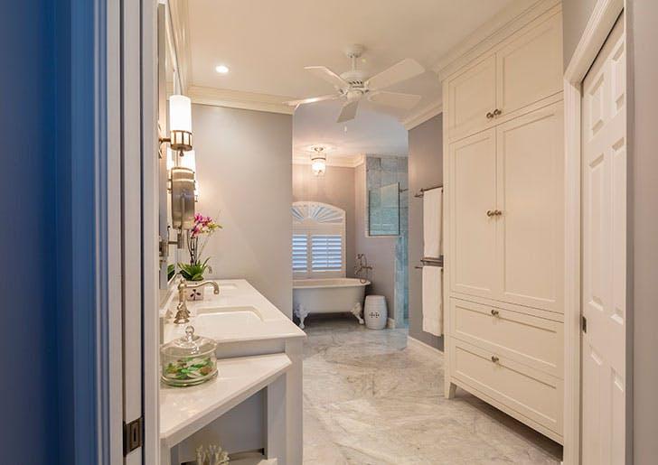 Bathroom with ceiling fan