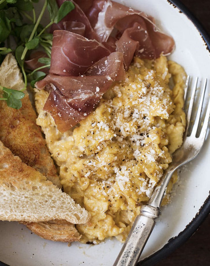 cacio e pepe scrambled eggs with proscuitto recipe