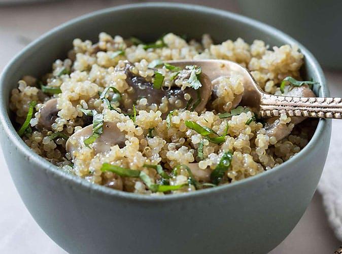 one pot garlic mushroom quinoa