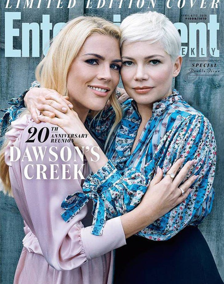 https://purewows3.imgix.net/images/articles/2018_03/Busy_Philipps_michelle_williams_dawsons_creek_reunion_1.jpg?auto=format,compress&cs=strip