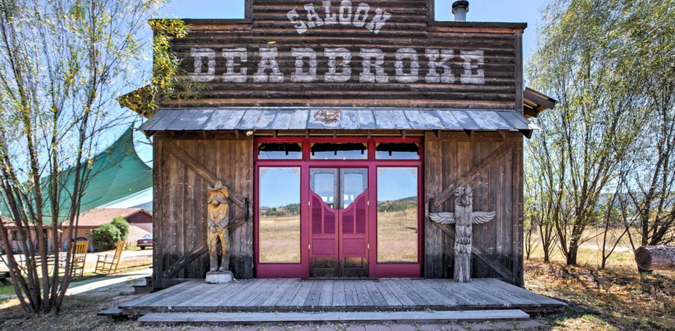Deadbroke Bunkhouse  Young  Arizona resrorts that feel like westworld