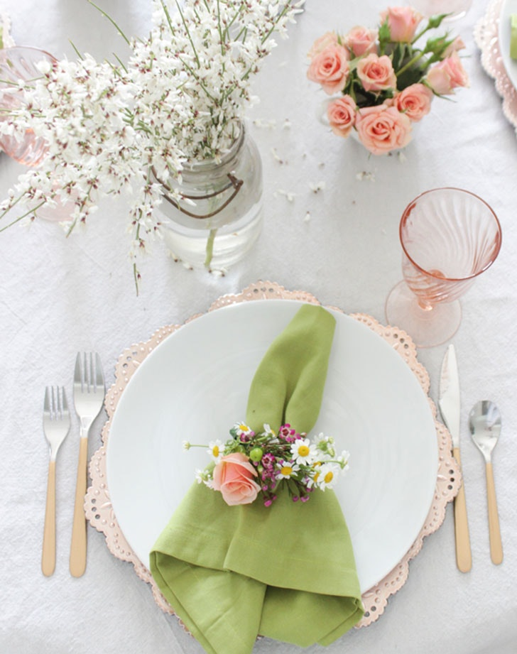Fresh floral Easter napkin ring  sc 1 st  PureWow & 5 Beautiful Easter Table Setting Ideas - PureWow