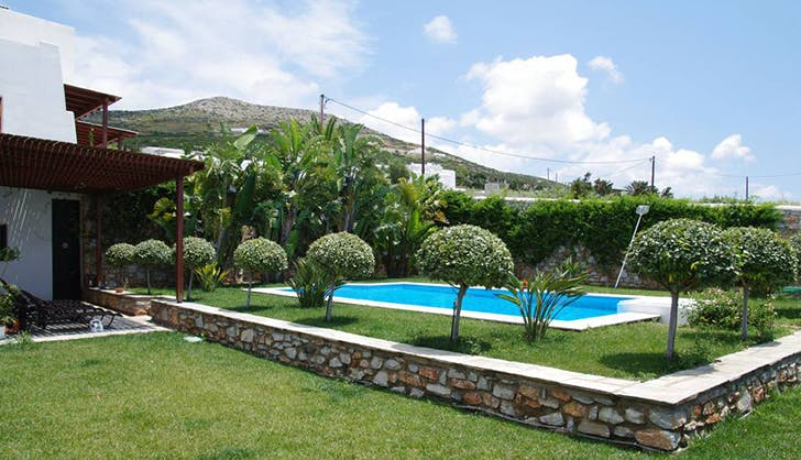 Guesthouse in Paros with pool