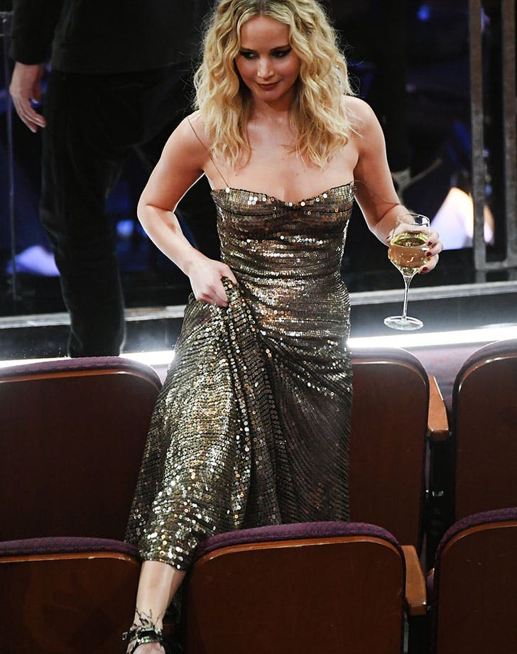 Jennifer Lawrence walks over chairs Oscars 201811