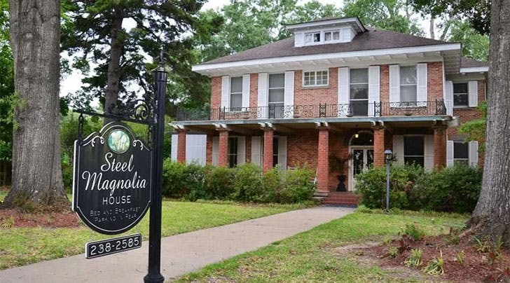 The Real-Life House from 'Steel Magnolias' Is the Ultimate Girls Trip Bed-and-Breakfast