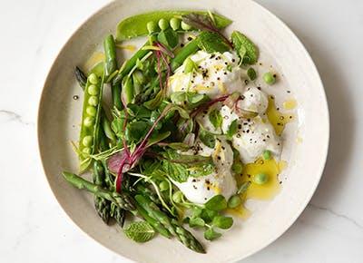 asparagus burrata salad 290