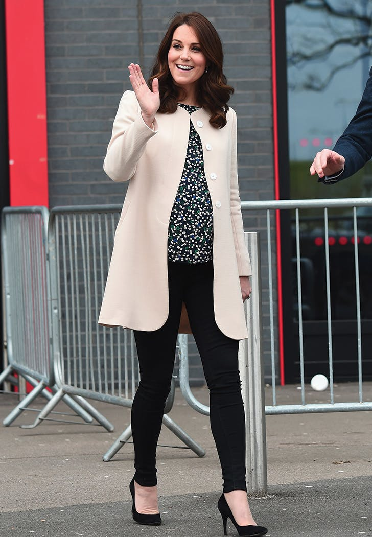 kate middleton skinny jeans cream coat