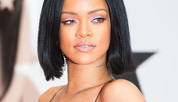 rihanna wearing lilac eyeshadow on the red carpet