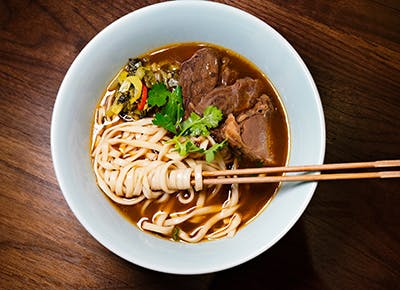 taiwanese beef noodle soup 400