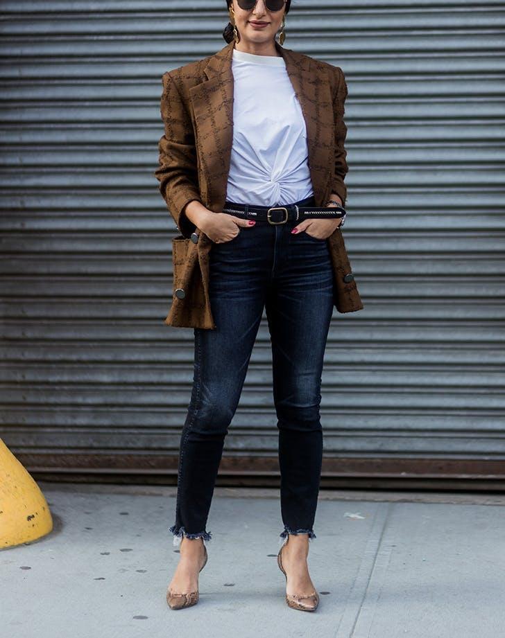 woman wearing dark skinny jeans and a blazer  1