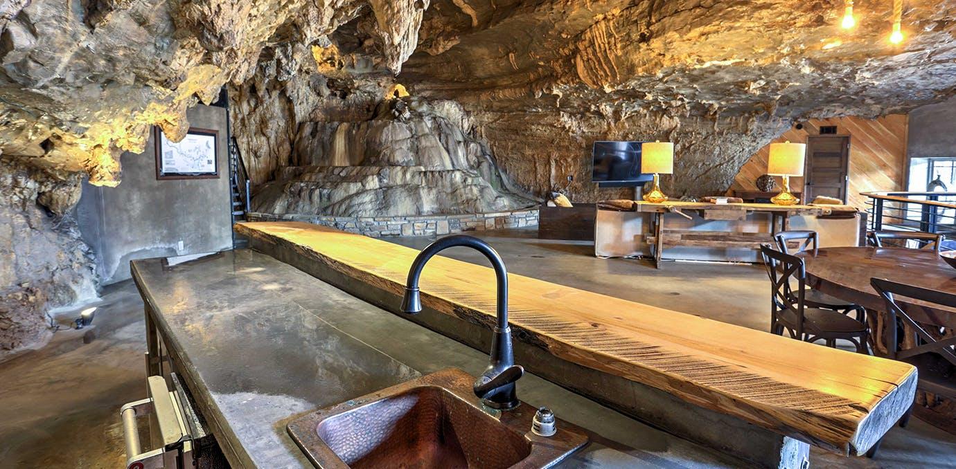 Unique Beckham Cave Home in Parthenon  Arkansas