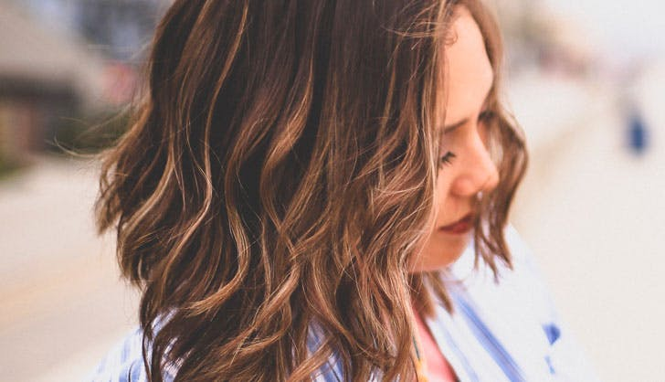 brunette hair with beachy waves and caramel highlights