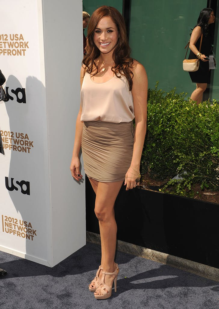 meghan markle wearing a ruched miniskirt