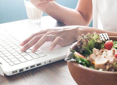 salad laptop hands400