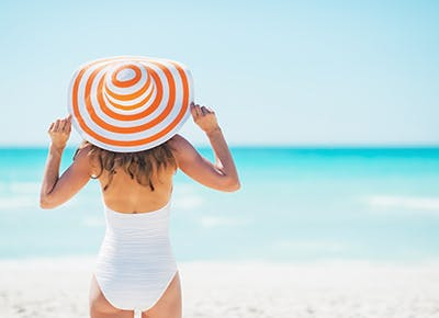 woman at beach in hat 400