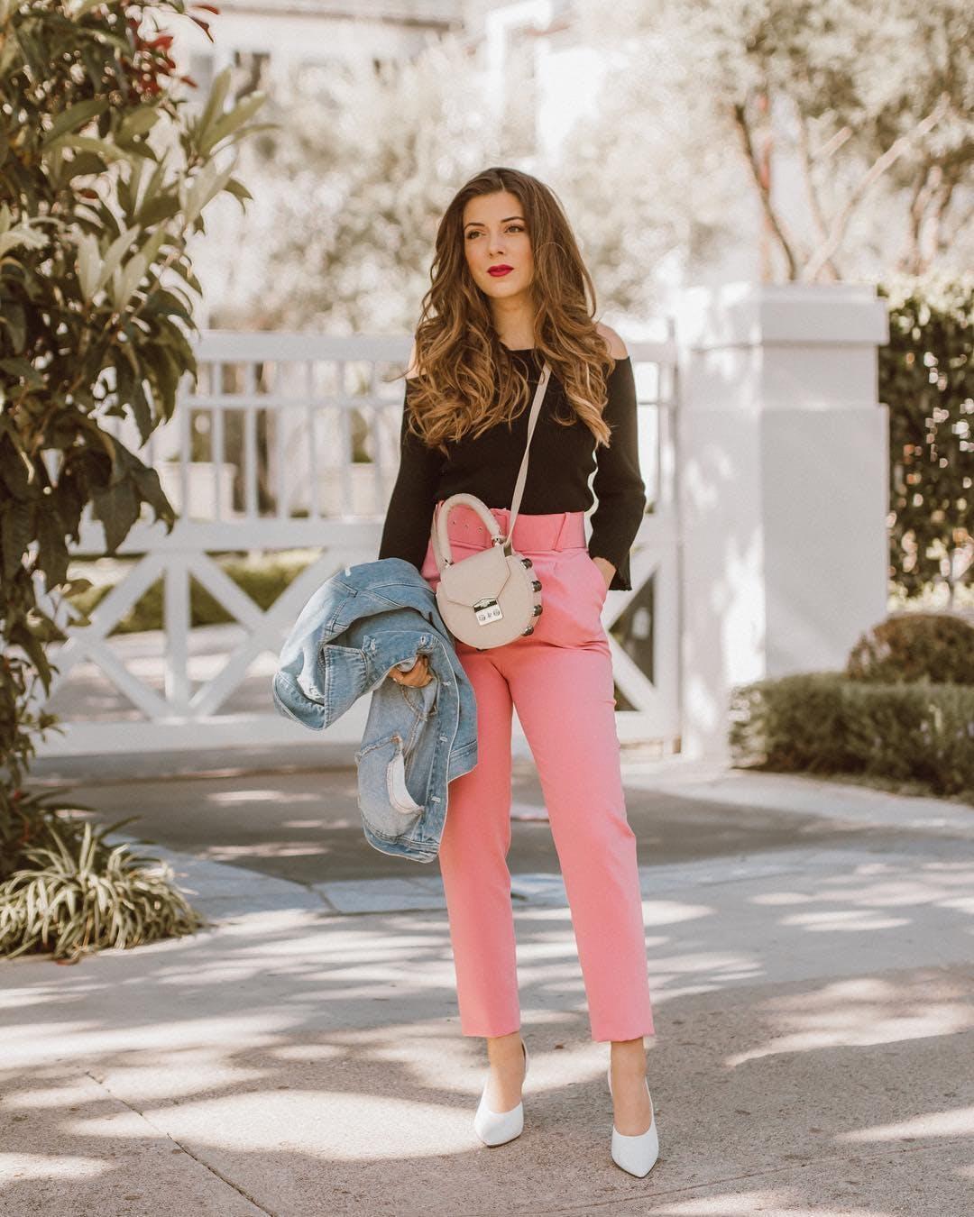 woman wearing pink skinny pants