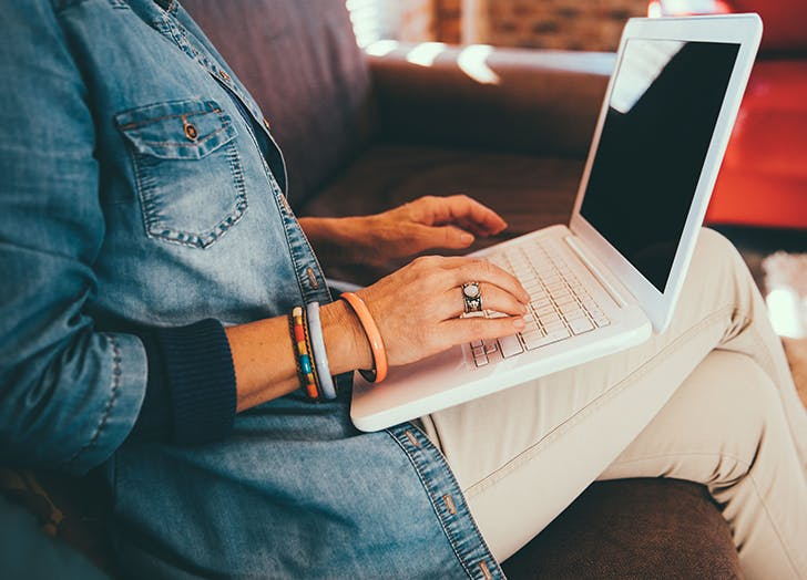 detox from social media to feel less stressed