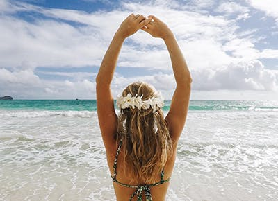 girl on beach flower headband 400