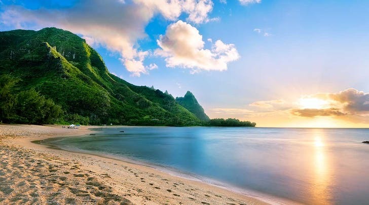 New Yorkers: Hawaii Will Literally Pay You to Work from the Islands for a Week