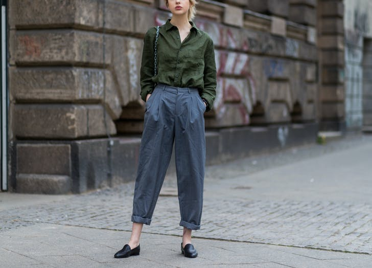 woman wearing cuffed pants and flats