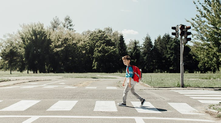 According to Experts, This Is How Old a Kid Should Be Before Crossing the Street Alone