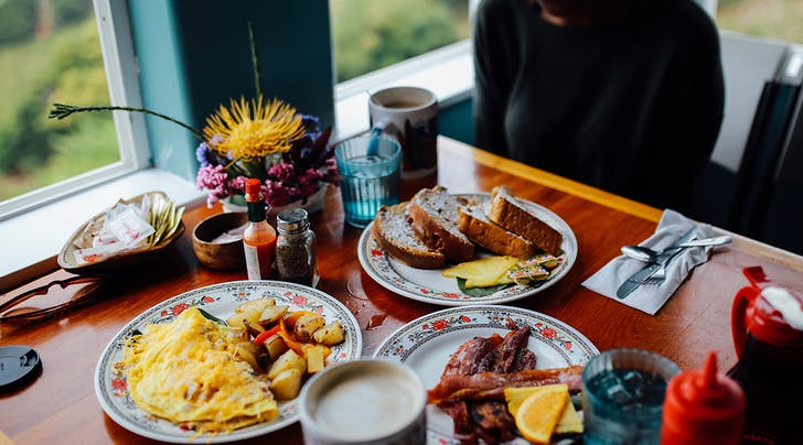 'No-Phone Brunches Could Save Your Friendships