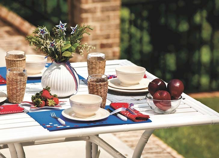 july fourth table arrangemnet