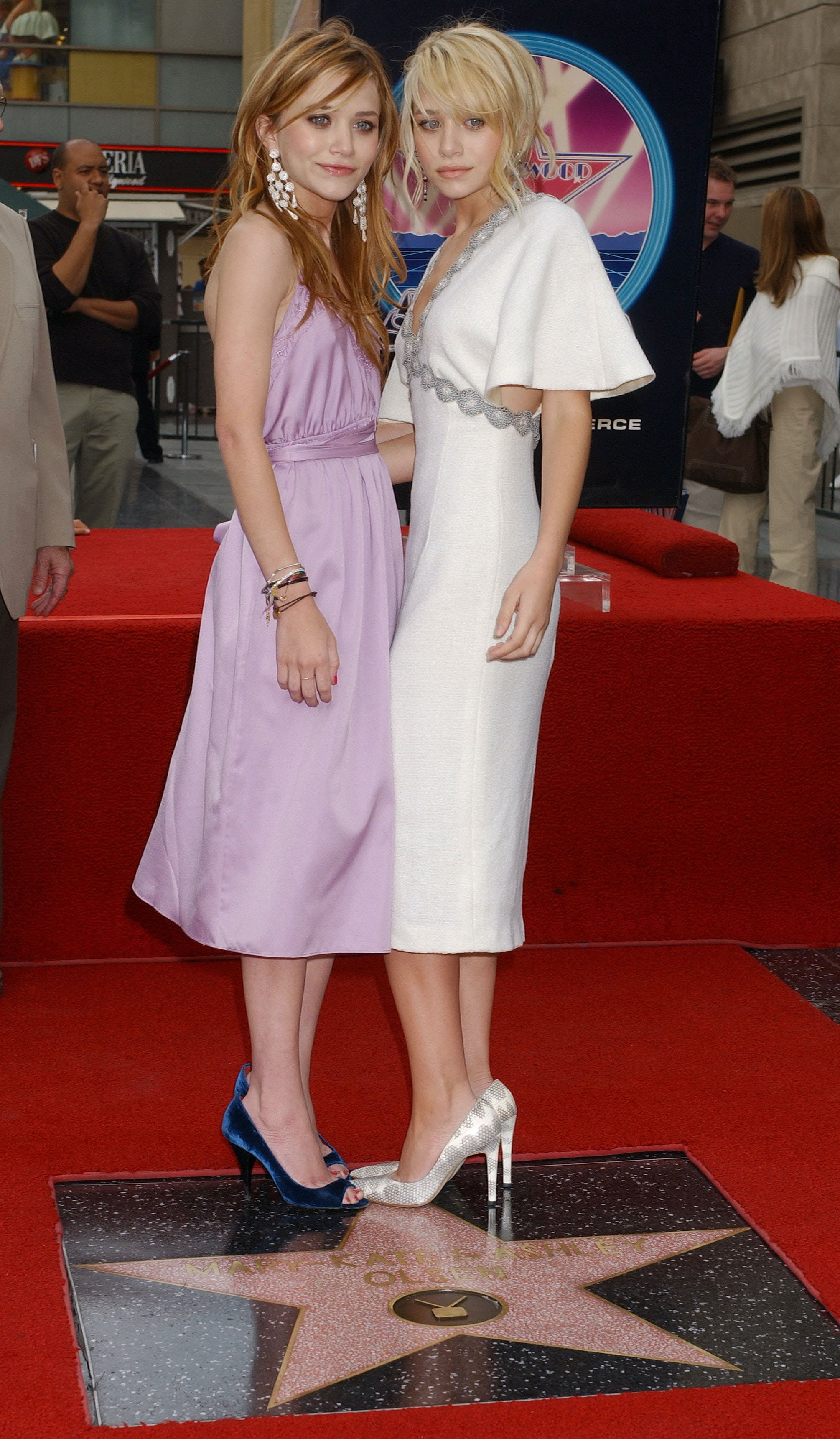 mary kate and ashley olsen get their hollywood star in 2004
