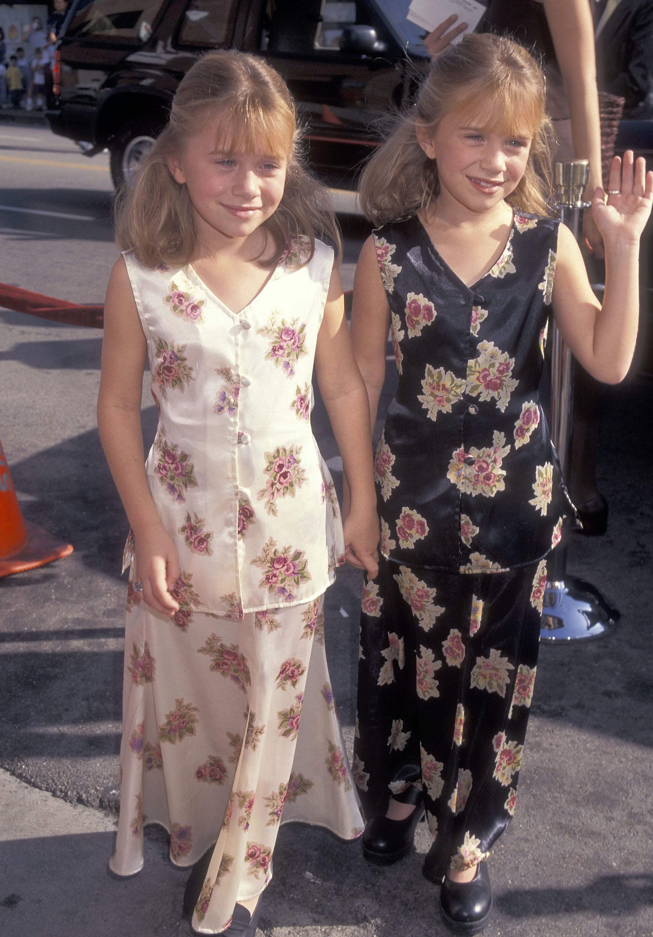 mary kate and ashley olsen in 1995