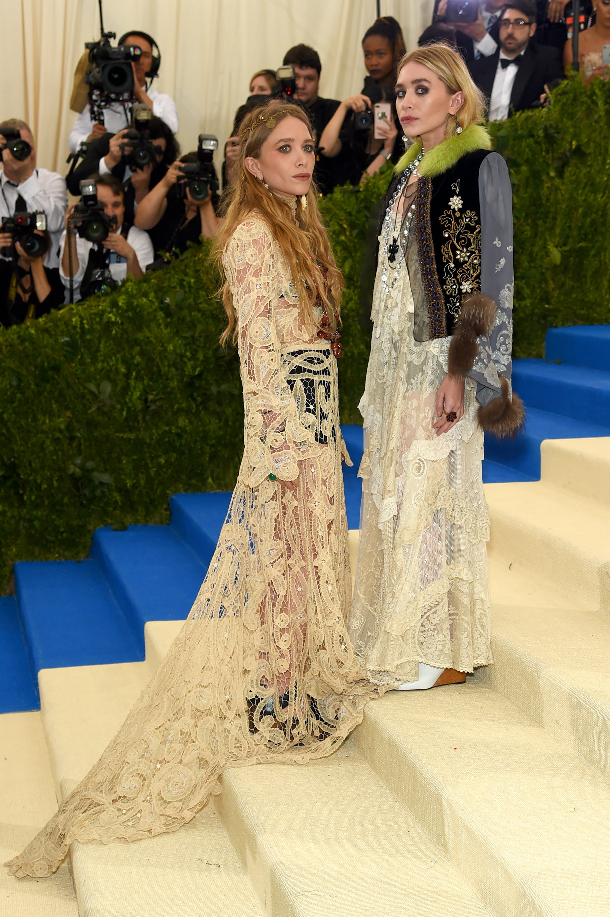 mary kate and ashley olsen in 2017