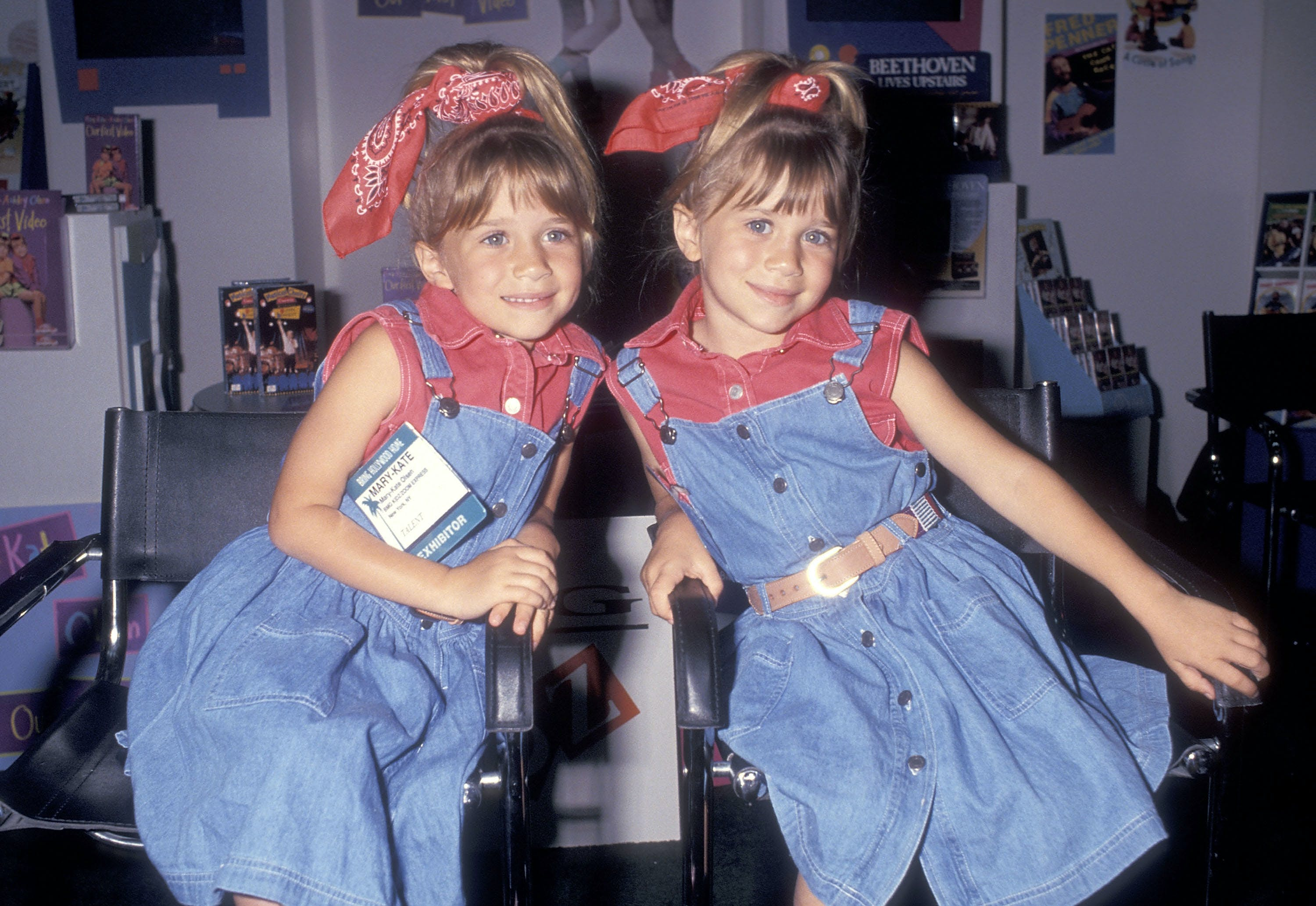 mary kate and ashley olsen wearing bandannas in their pony tails in 1993