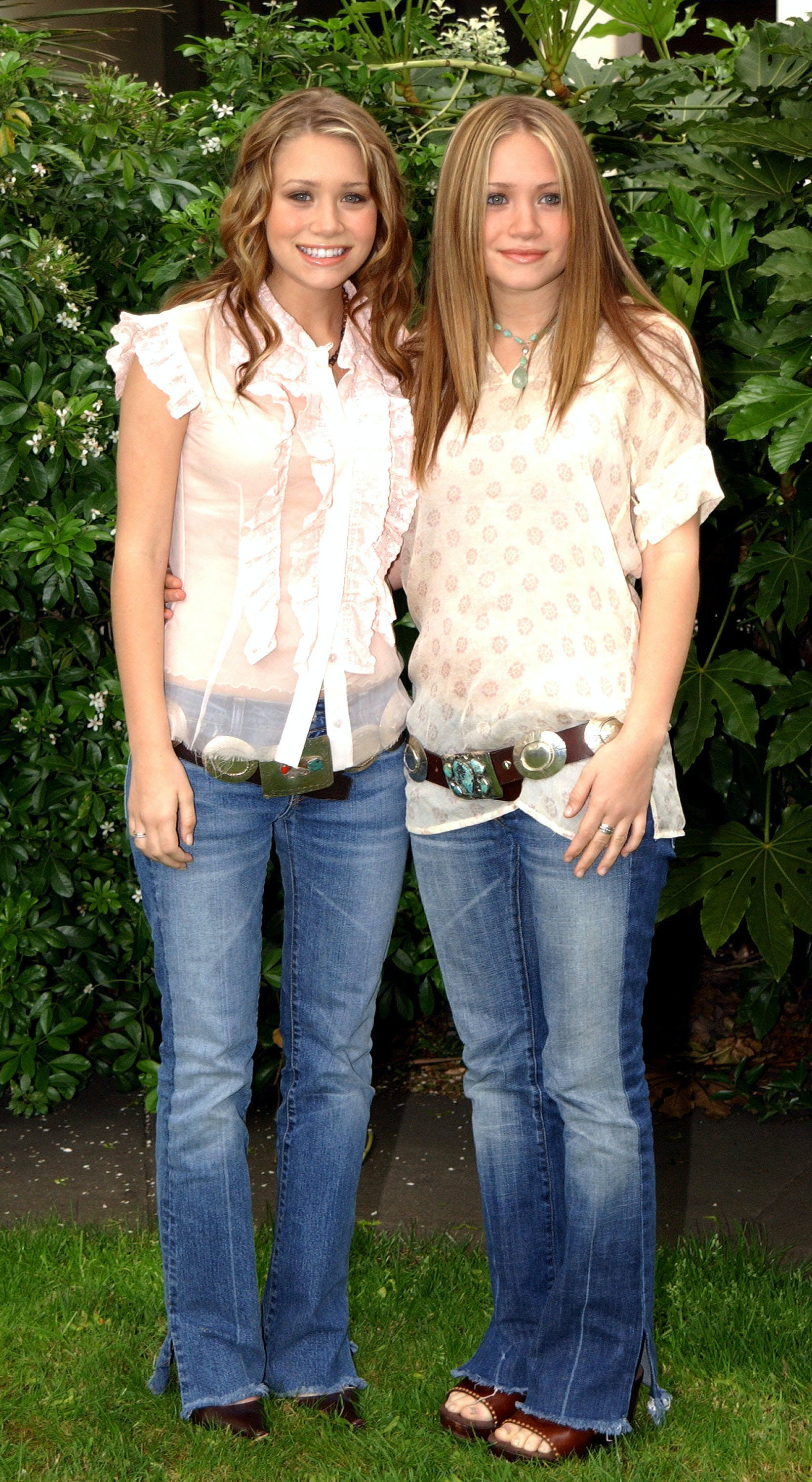 mary kate and ashley olsen wearing low rise belts 2002
