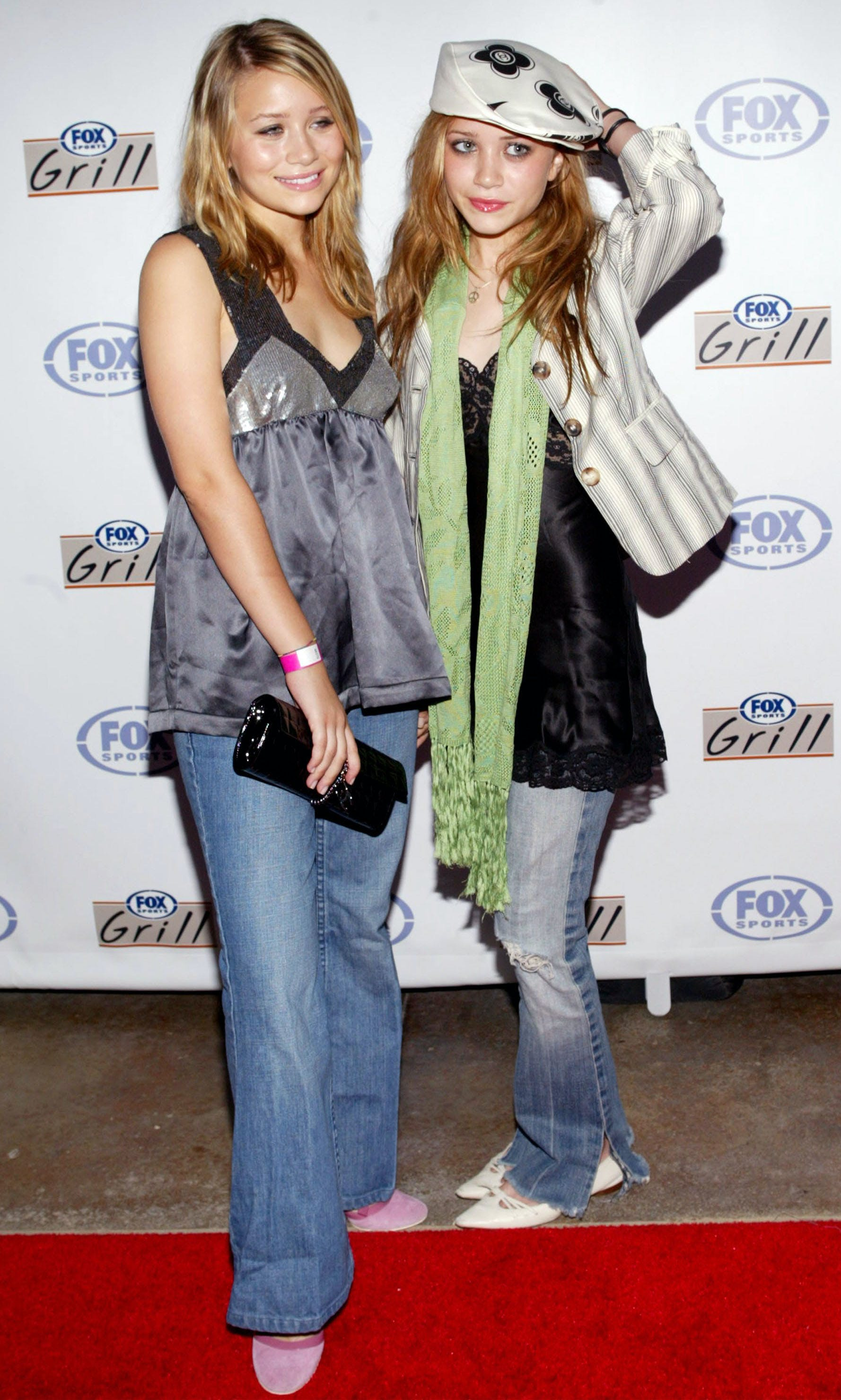 mary kate and ashley olsen wearing questionable outfits in 2003