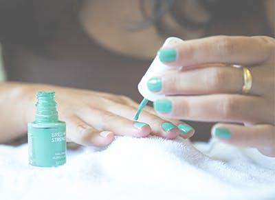 nail polish turqoise hands 400