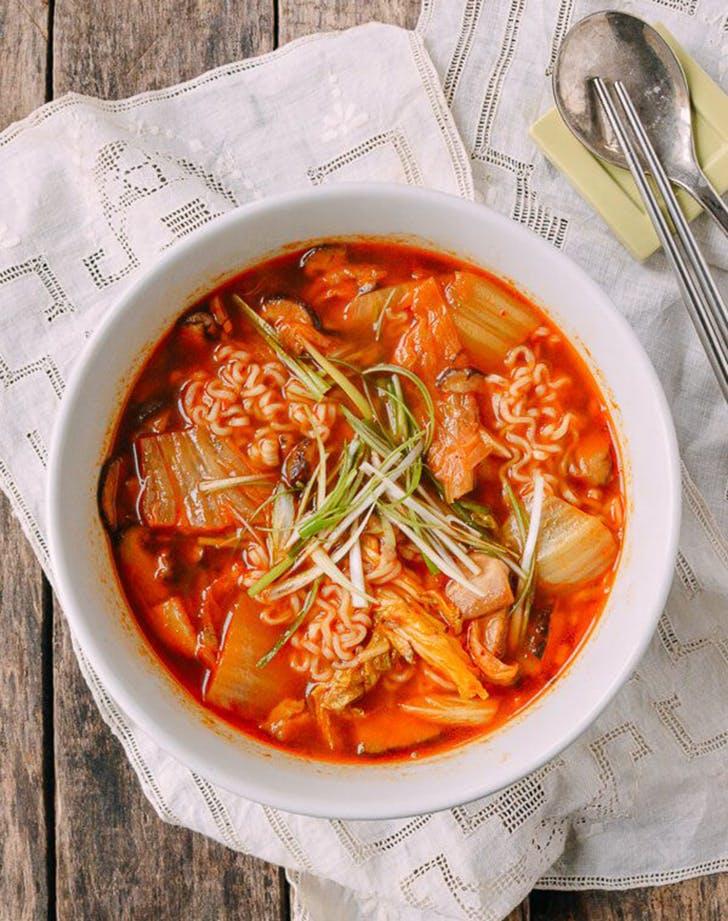 quick and easy kimchi ramen recipe