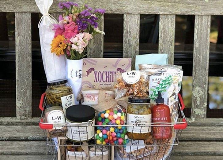 L and w market basket food bench