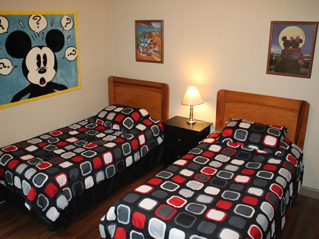 mickey mouse bedroom disney vacation rentals homeaway
