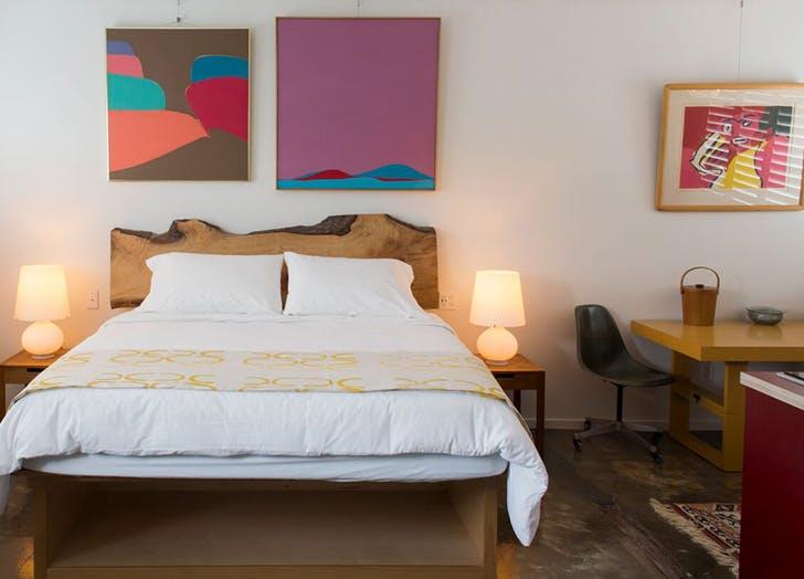the astro hotel california bed desk