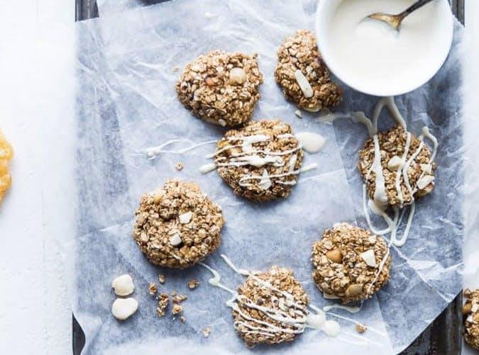 white chocolate macadamian nut cookie