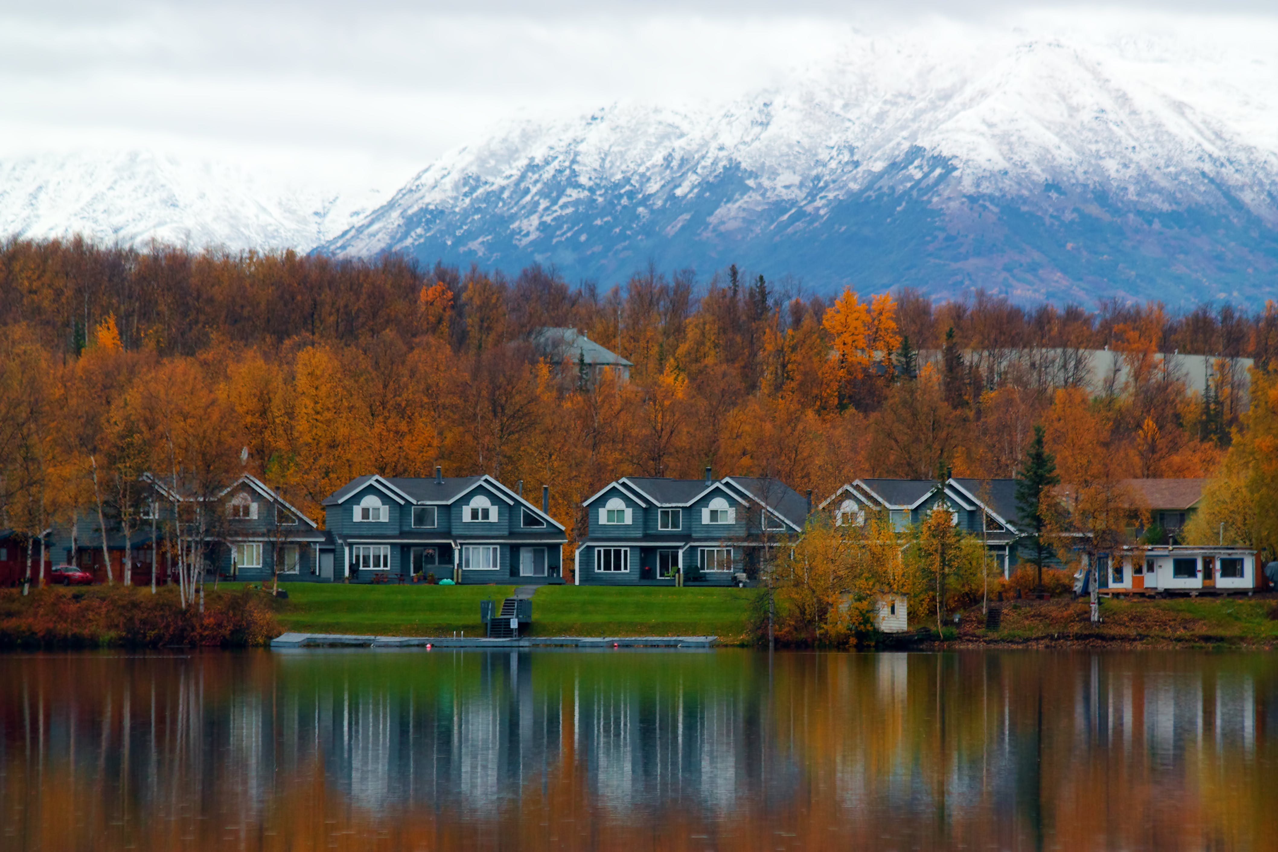 The 20 Best Little Lake Towns in America - PureWow