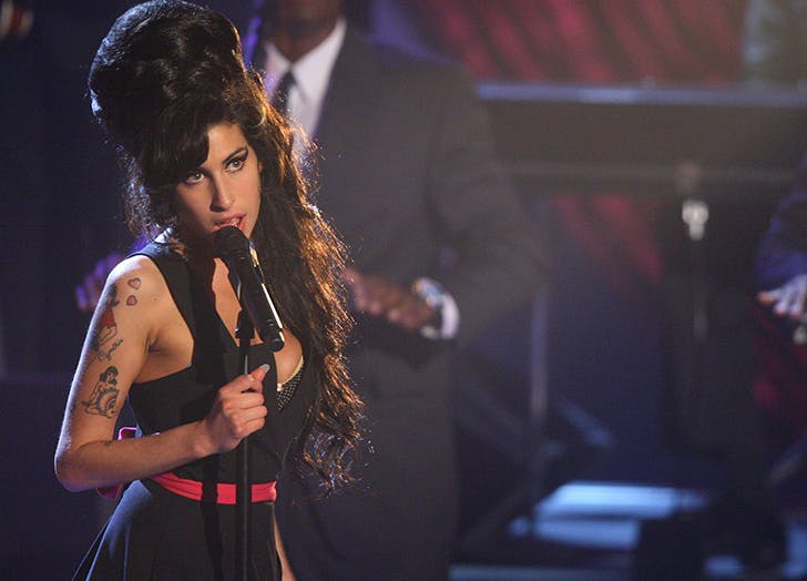 amy winehouse mtv black dress
