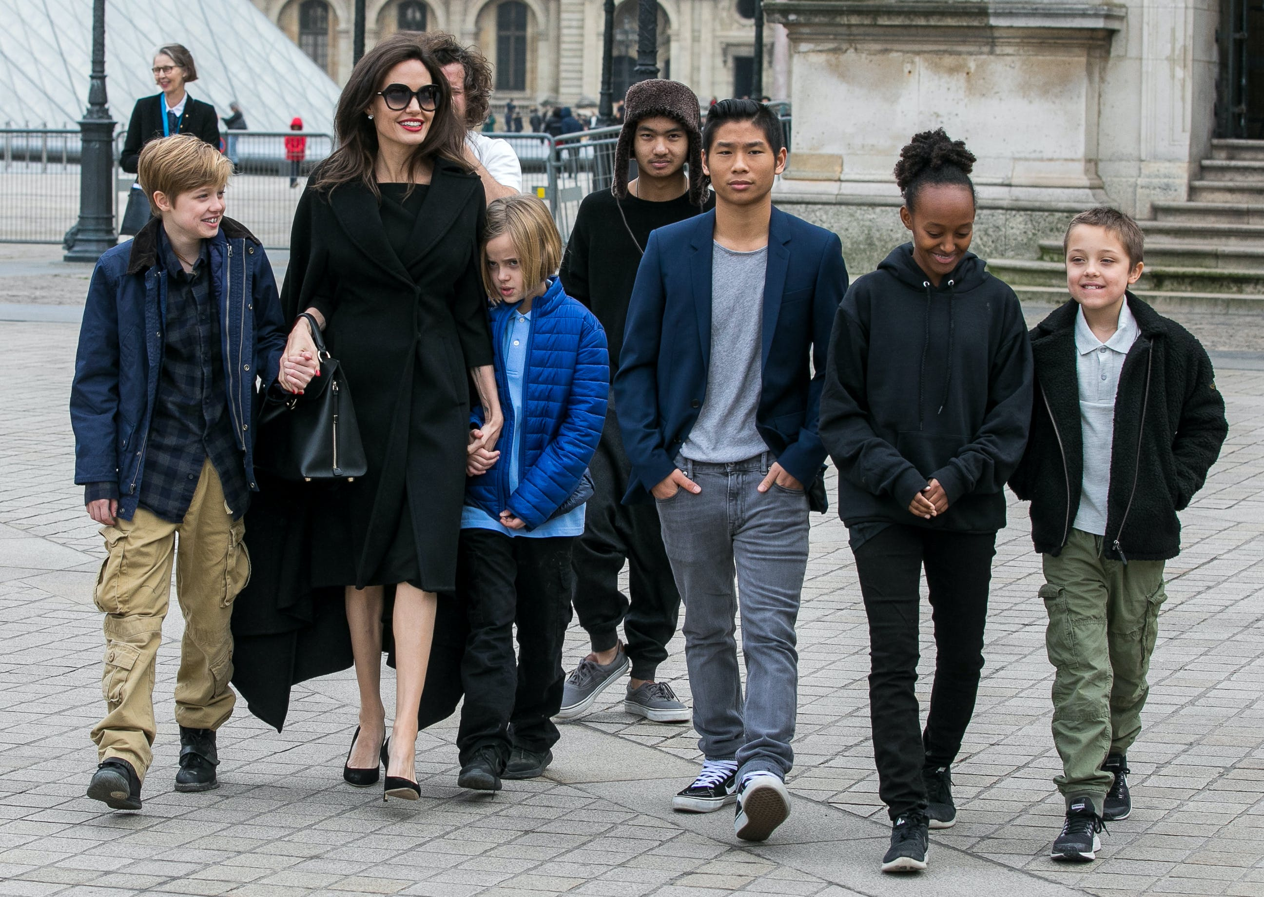 angelina jolie and her brood leaving the louvre